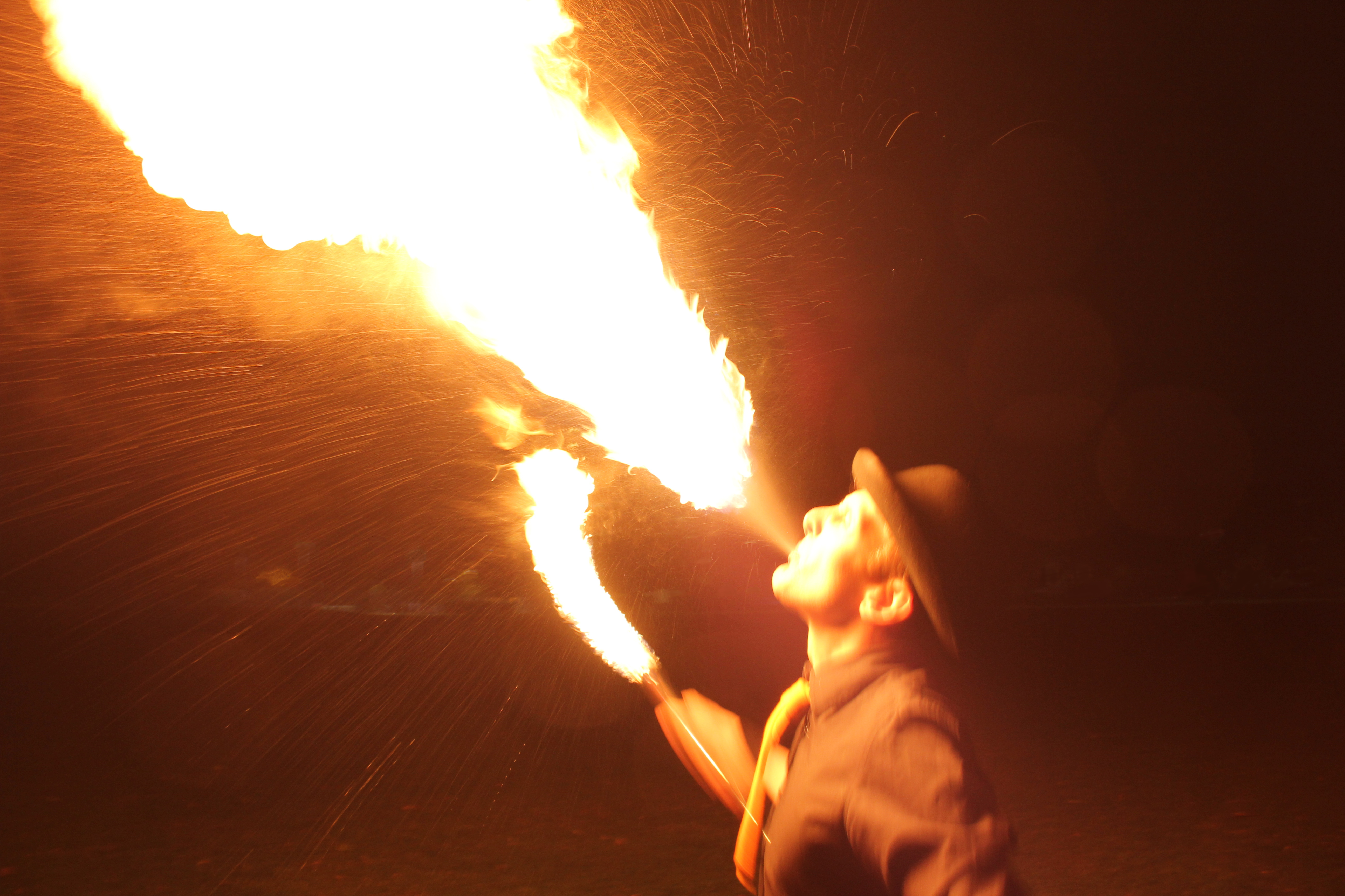Fire breathing, jugglingben