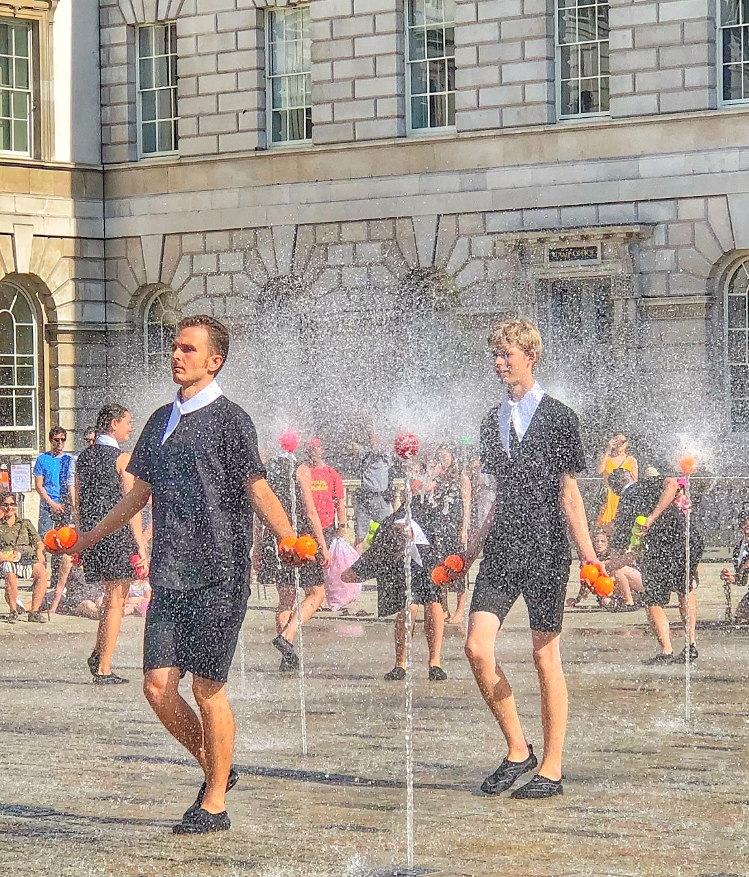 Cascade by Gandini Juggling at Somerset House jugglingben